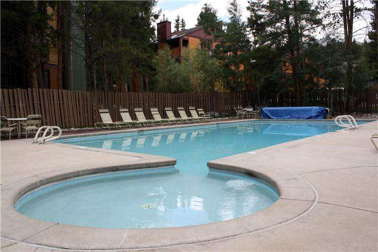 the-lift-210-exterior-wading-pool