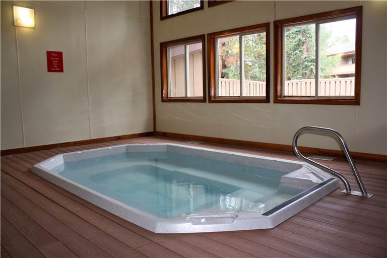 the-lift-210-interior-hot-tubs