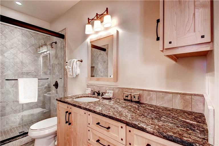 mountaineer-m1-bathroom