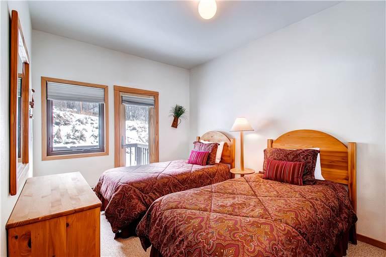 mountaineer-m1-bedroom-2