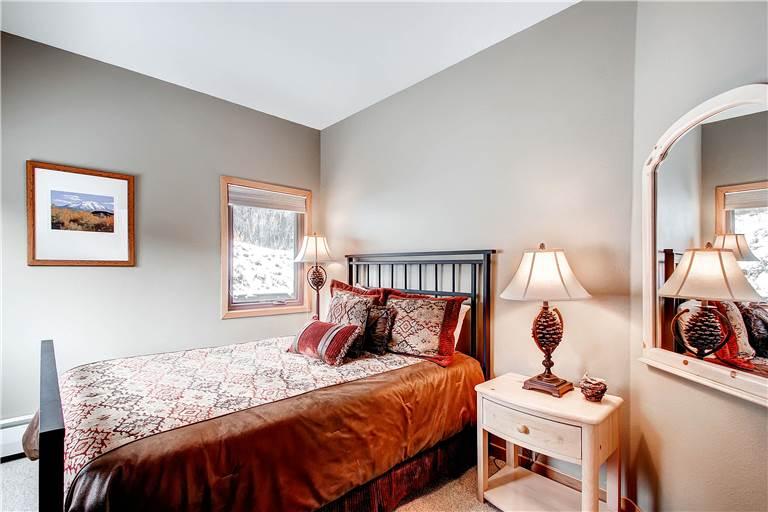 mountaineer-m1-bedroom-3
