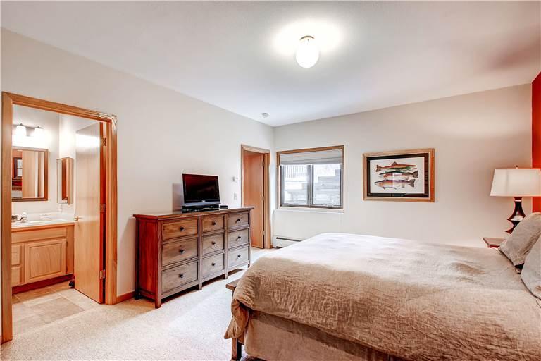 mountaineer-m1-bedroom4