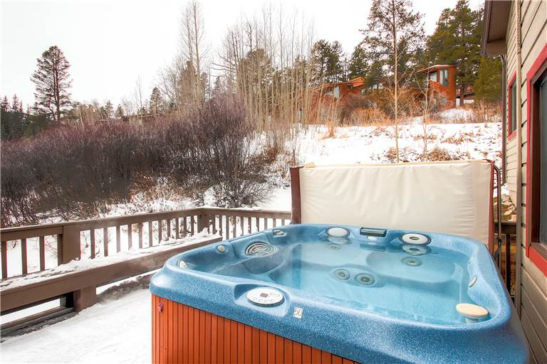 mountaineer-m1-private-hot-tub