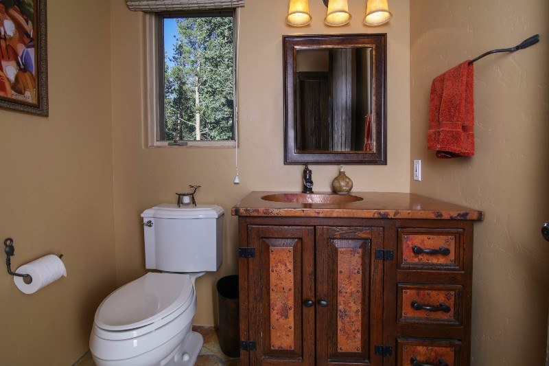 alpenglow-peaks-lodge-bathroom-2