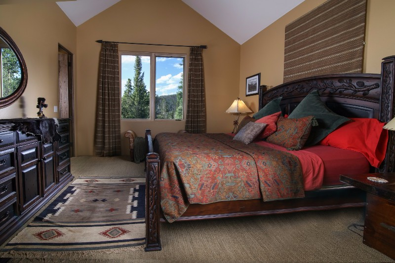 alpenglow-peaks-lodge-bedroom-2