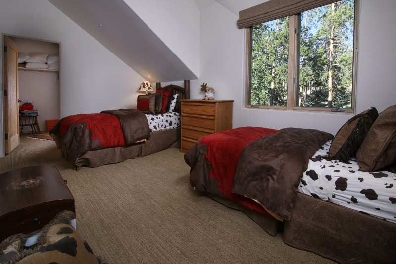 alpenglow-peaks-lodge-bedroom-6