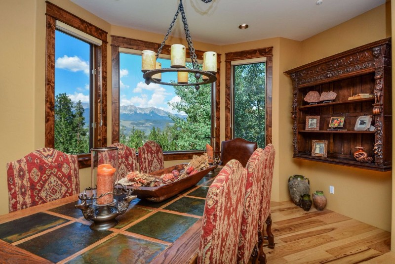 alpenglow-peaks-lodge-dining-room-2