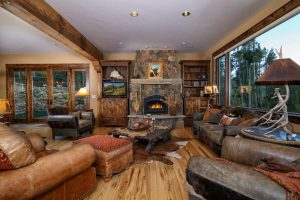 Alpenglow Peaks Lodge Living Room