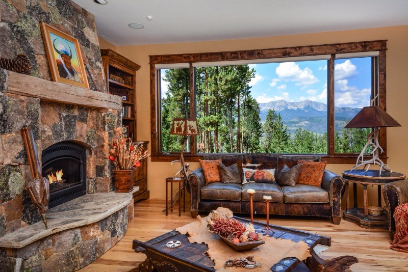 alpenglow-peaks-lodge-living-room