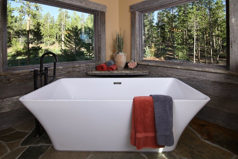 alpenglow-peaks-lodge-master-bathroom-2
