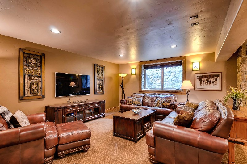 alpine-majesty-13-family-room