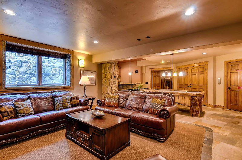 alpine-majesty-15-family-room