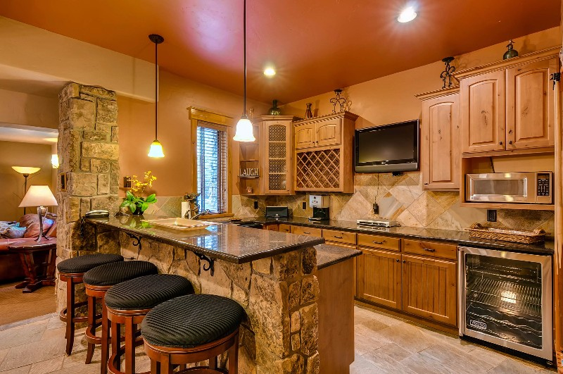 alpine-majesty-21-wet-bar