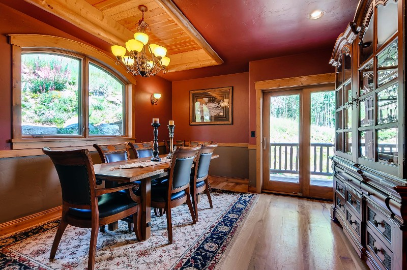 alpine-majesty-25-dining-room