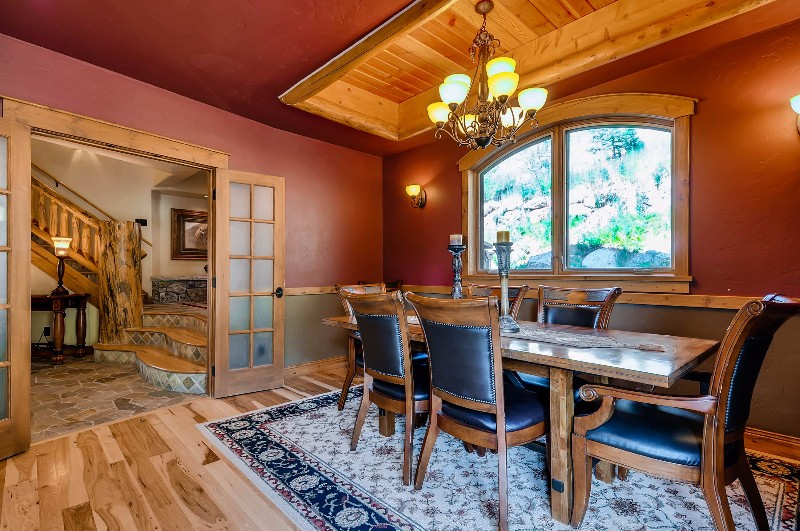 alpine-majesty-26-dining-room