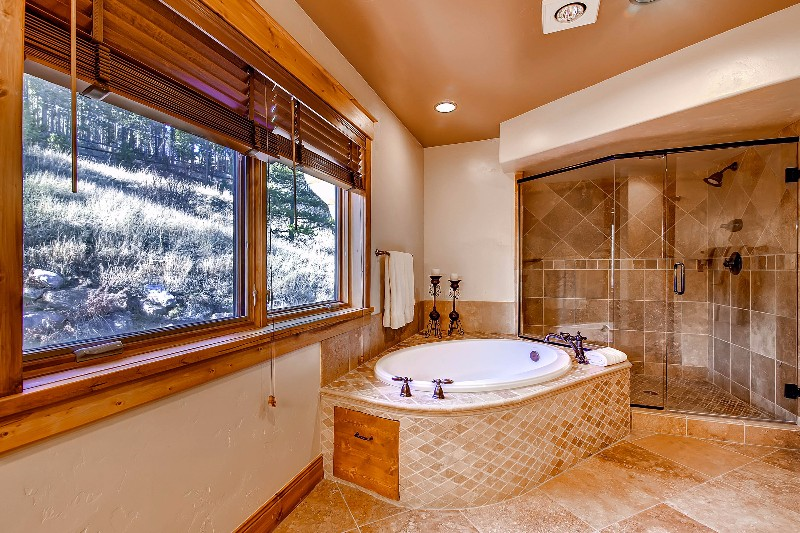 alpine-majesty-49-bathroom