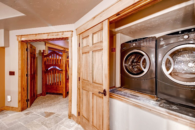 alpine-majesty-58-laundry-room