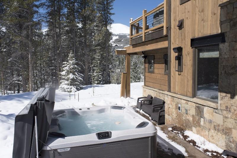 base-camp-shockhill-landing-12-hot-tub