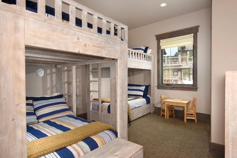 base-camp-shockhill-landing-23-bunk-room
