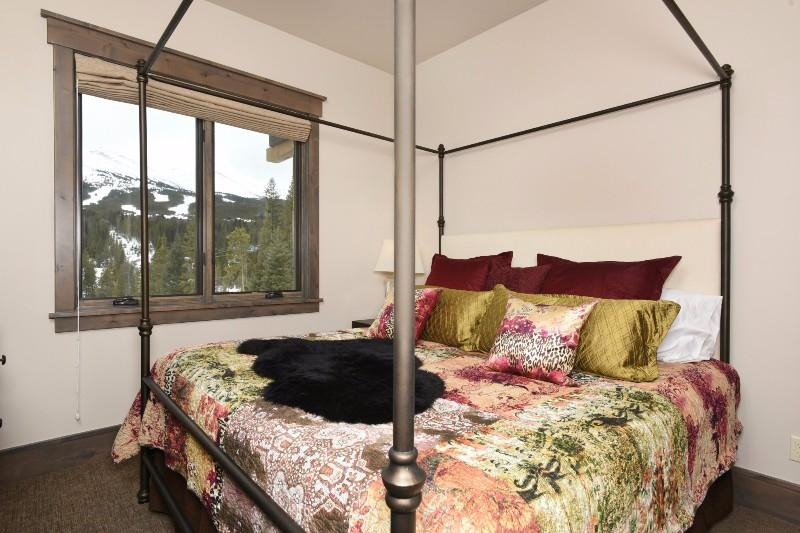 base-camp-shockhill-landing-25-bedroom