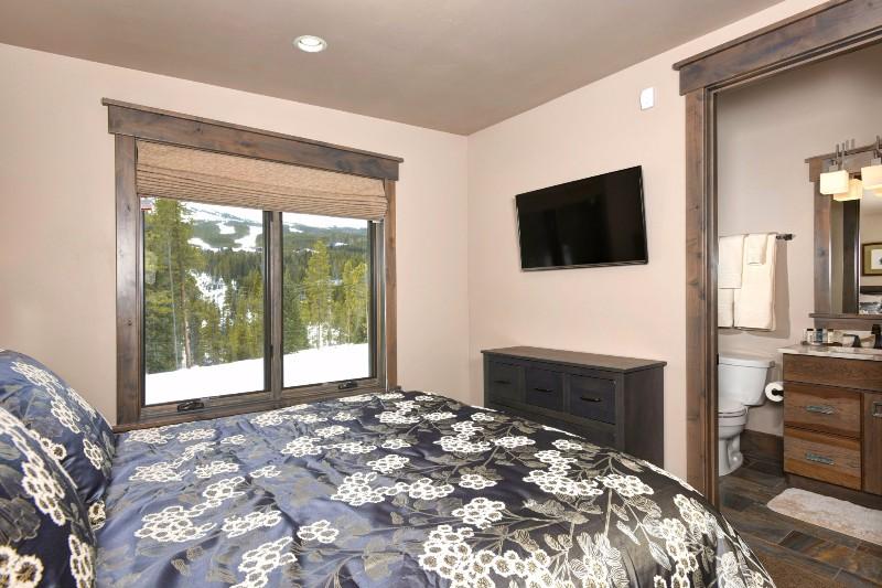 base-camp-shockhill-landing-27-bedroom