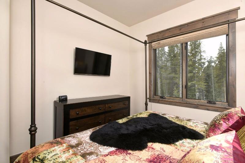 base-camp-shockhill-landing-29-family-room