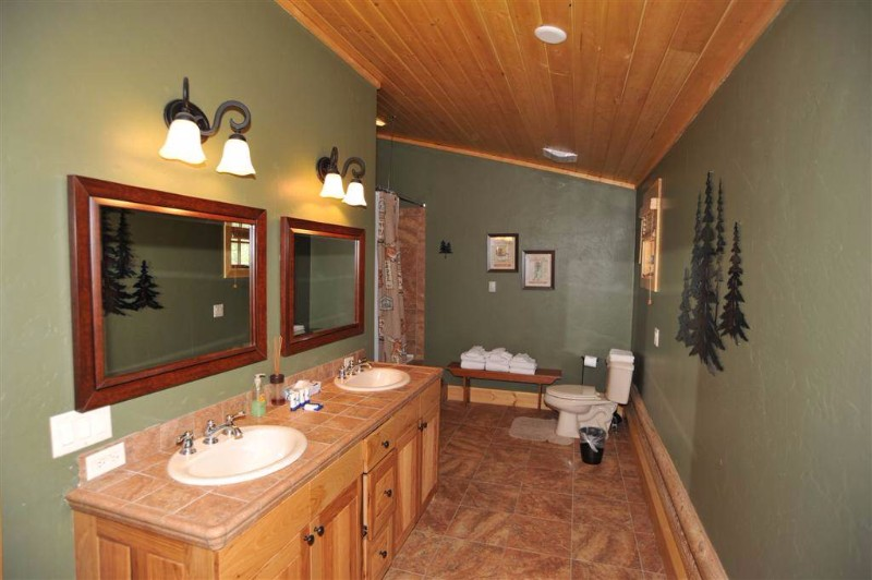 114-mark-court-15-bathroom