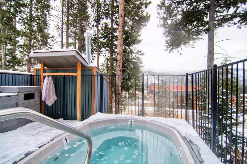los-pinos-d10-09-hot-tub