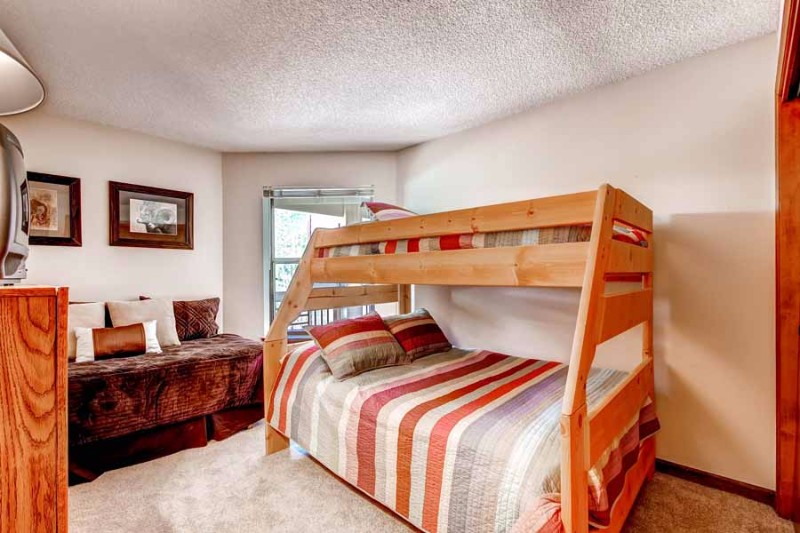 tyra-i-a2f-01-bedroom