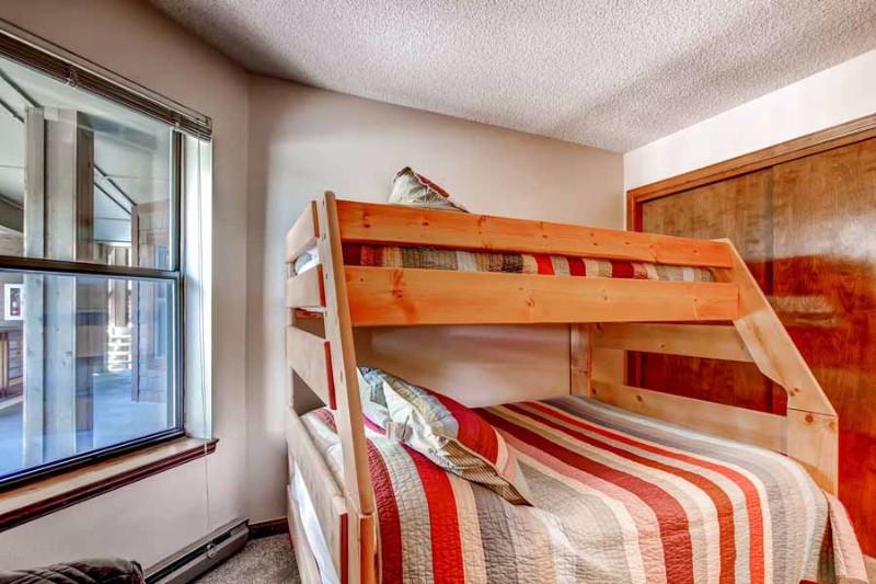 tyra-i-a2f-02-bedroom