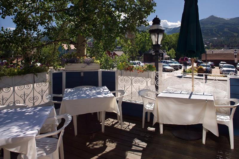 hearthstone-restaurant-04-deck